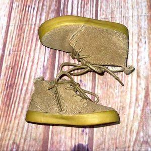 Gap chukka midt cream Caramel suede boots size 7